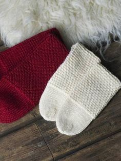 Neulotut tossut Knitting Socks, Knit Socks, Crochet Projects, Christmas Stockings, Knit Crochet, Winter Hats, Slippers, Pairs, Holiday Decor