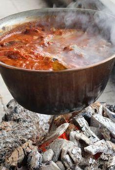 Guláš z kapra No Salt Recipes, Goulash, Ale, Chili, Curry, Soup, Fish, Ethnic Recipes, Curries