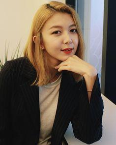 South Korean Girls, Korean Girl Groups, Soyeon, Pick One, Kpop Girls, Girlfriends, Dream Catcher, Rapper, Actors