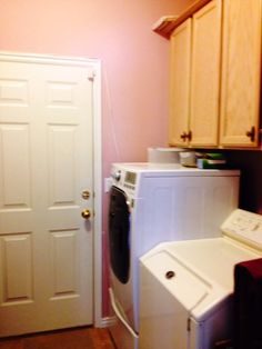Main Floor Laundry with cabinets. Home For Sale: 6BD 3BA + In-Law Quarters! Contact Agent: Dorothy Bell Call/Text 801-493-9090 MLS# 1249942 56 Heron Ct., Saratoga Springs, UT 84045