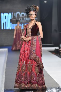 Sonia Azhar made her ramp stunning at L'Oreal Paris Bridal Week 2012 Day 1 presenting an array of stunning bridal collection there. Pakistani Dress Design, Pakistani Dresses, Indian Sarees, Pakistani Suits, Anarkali Frock, Lehenga, Asian Bridal, Indian Outfits, Indian Clothes