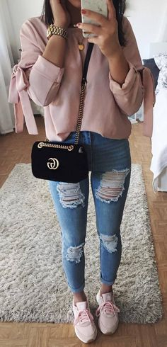 how to wear a nude blouse : velvet bag + ripped jeans + sneakers