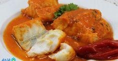 Bacalao en salsa de piquillos*. Receta fácil y muy de cuaresma en España.