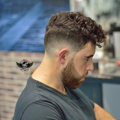 Thin Curly Hair, Wavy Hair Men, Male Haircuts Curly, Haircuts For Men, Hair And Beard Styles, Curly Hair Styles, Taper Fade Haircut, Decent Hairstyle, Beard Haircut