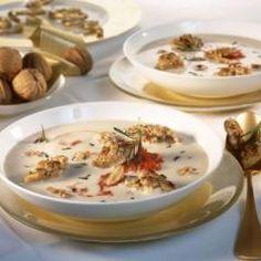 Weiße Bohnencremesuppe mit Pesto Rosso und Walnüssen und 87.000 weitere Rezepte entdecken auf DasKochrezept.de