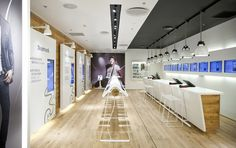 Like a kitchen counter/island - Ceiling piece (but image shows: 3 MOBILE store by Riis Retail Aarhus)