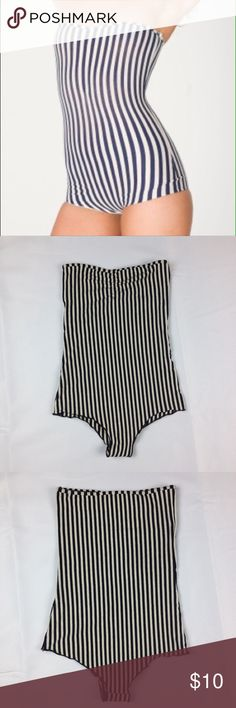 American Apparel Stripe Cotton Bodysuit XS Black and White Vertical Striped Cotton Spandex Ruched Bodysuit by American Apparel. Size Extra Small. Classic and stylish stripe print. Timeless look that pairs well under some high waisted denim jeans or under a black pencil skirt. This has never been worn. American Apparel Tops