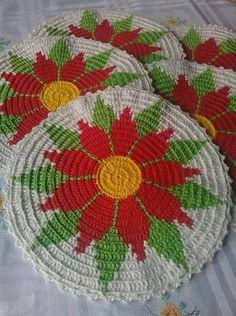This Pin was discovered by Rol Crochet Sunflower, Crochet Mandala, Tapestry Crochet, Filet Crochet, Crochet Motif, Crochet Doilies, Crochet Flowers, Crochet Kitchen, Crochet Home