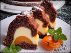 filled with quark and apricots- Gugelhupf mit Quark und Aprikosen gefüllt Gugelhupf filled with quark and apricots Bunt Cakes, Cupcake Cakes, Sugar Free Donuts, Low Carb Donut, Apricot Cake, Cake Recipes, Dessert Recipes, Seafood Appetizers, Chocolate Donuts