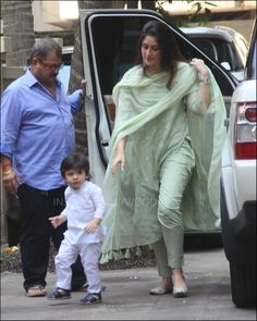 Kareena Kapoor celebrates Diwali with Saif Ali Khan and Taimur in traditional outfits. See pics Indian Suits, Indian Attire, Indian Wear, Kurta Designs Women, Salwar Designs, Bollywood Outfits, Bollywood Fashion, Designer Punjabi Suits, Indian Designer Wear