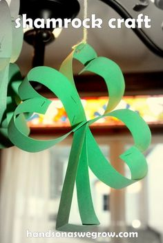 Hanging Shamrock Craft for #Children (pinned by Super Simple Songs) #educational #resources #StPatricksDay