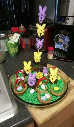Peeps ideas for Easter everything is etable the baskets are chocolate chips and licorice and eggs are chocolate grass is sweet coconut Chocolate Chips, I Foods, Peeps, Grass, Baskets, Coconut, Birthday Cake, Easter, Sweet