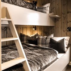 Cabin Chic, Mountain Style, Cottage Furniture, Cabins In The Woods, Lodges, Kos, Bunk Beds, Farmhouse Style, Rustic