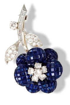 VAN CLEEF & ARPELS beautiful brooch with invisibly set sapphires and diamonds.