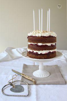 Tarta de cumpleaños con canela y nuez moscada. To be Gourmet | Recetas de cocina, gastronomía y restaurantes.