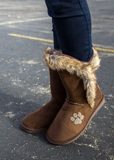 Cooler months don't deter your paw-sitively awesome fashion sense! Cozy faux fur lining is ready to keep your feet extra toasty, while one sparkling paw print on each boot displays your support for animal rescue. The Animal Rescue Site label is stitched on back.