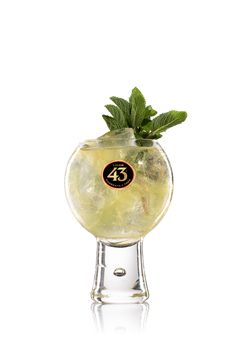 Find out how to prepare Balón 43 cocktail with Licor Surprise on any occasion thanks to Licor 44 Chocolate Whipped Cream, Chocolate Espresso, Hot Chocolate, Ginger Ale, Cocktail Shaker, Smoothie Drinks, Smoothies, Sangria, Licor 43 Drinks