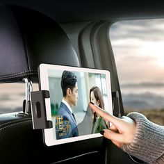 """Universale Tablet Auto Kfz-Kopfstützen-Halterung für Rücksitz √ Passend Apple & Samsung etc. Jedes Tablet in der Grösse 4,7"""" bis 12,9""""... Ipad 4, Smartphone, Cool Things To Buy, Gadgets, Polaroid Film, Samsung, Trends, Cool Stuff, Autos"""