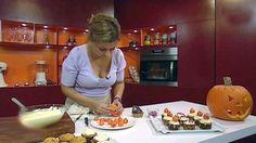 Gresskarmuffins med revet gresskar lagd av Lise Finckenhagen. Muffins, Girly, Halloween, Drinks, Food, Women's, Drinking, Muffin, Beverages