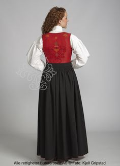 Providing information, photos and general knowledge of Norwegian bunad, festdrakts and folkdrakt. Knowledge, Victorian, Skirts, Dresses, Photos, Fashion, Outfits, Pictures, Vestidos