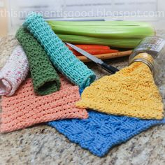 Loom Knit Wash Cloth Patterns. 7 unique patterns!  Learn 7 loom knitting stitches while making these beautiful cotton cloths.