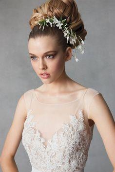 Veja aqui esse vestido deslumbrante da Watters. Ficamos sem palavras para descrever!!!