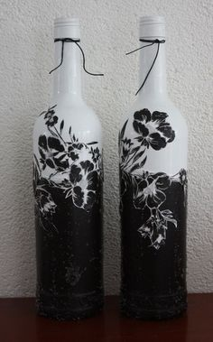 To go to the corner to get rid of all those bottles lying around in your kitchen for this weekend? Do not throw your wine bottles or other glass bottles, with a little imagination look,