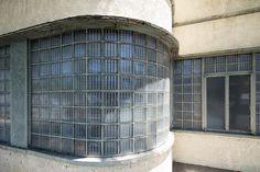 http://www.artdecoresource.com/2015/09/endangered-streamline-moderne-building.html