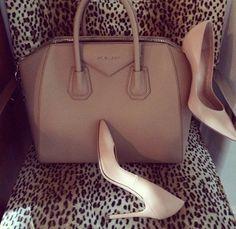 Nude shoes and bag Beautiful Bags, Beautiful Shoes, My Bags, Purses And Bags, Bags Game, Givenchy Antigona, Rossi Shoes, Nude Shoes, Kourtney Kardashian