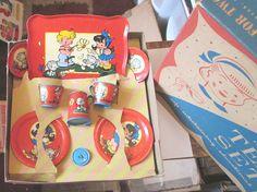 OLD VINTAGE OHIO ART TIN METAL LITHO RED CHILDREN KITTEN TEA SET COMPLETE W BOX #OhioArt