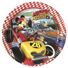 Mickey se renueva con los nuevos dibujos de Mickey y los Super Pilotos, o Aventuras sobre ruedas. Son súper chulos y seguro que a los peques les va a encantar. Nosotros ya lo tenemos todo preparado para que puedas preparar tu fiesta de Mickey y los Super Pilotos. Estos son los platos grandes, y tenemos los pequeños y todos los complementos para decorar tu fiesta #mickey #mickeymouse #fiestademickey #cumpleañosmickey #mickeybirthday #decoracionfiestamickey #superpilotos #fiestamickey