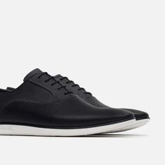 ZAPATO URBANO COLOR CONTRASTE-Zapatos-ZAPATOS-HOMBRE | ZARA Colombia Sport Casual, Men Casual, All Black Sneakers, Shoes Sneakers, Men S Shoes, Shoe Game, Designer Shoes, Casual Shoes, Shoe Boots