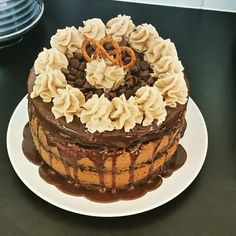 Choc fudge and cookie dough layers with peanut butter icing and ganache . Topped with salty pretzels. Peanut Butter Icing, 21st Cake, Pretzels, Cookie Dough, Fudge, Baked Goods, Layers, Cookies, Layering