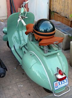 Wow what a classic color for a #vespa #vespacolor