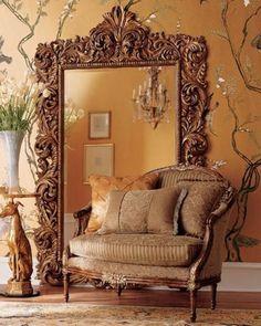 grand miroir ancien aux ornements baroques splendides