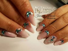 Rhinestones from Swarovski worn on the nails - isn't it lovely? The offer from Nails Company