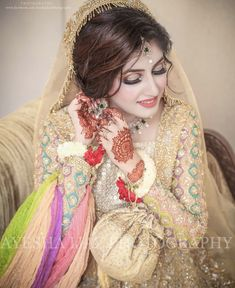 New Bridal Wear Ideas and Designs for All Functions Pakistani Bridal Makeup, Bridal Mehndi Dresses, Pakistani Wedding Dresses, Bridal Outfits, Indian Bridal, Bridal Makeup Looks, Bridal Beauty, Bride Makeup, Indian Wedding Photography Poses
