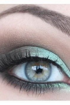 Accenting green eyes