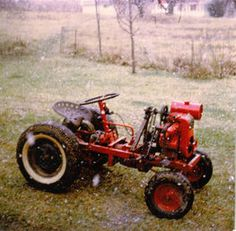 home built garden tractor Small Tractors, Compact Tractors, Antique Tractors, Vintage Tractors, Garden Tractor Pulling, Ford Tractors, Lawn Tractors, Homemade Tractor, Tractor Mower