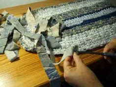 This video shows how to attached sheet yarn strips for rag rug making with no sewing.  This is from Erin Halvorsen's youtube channel. Rag Rugs by Erin Episode 5.