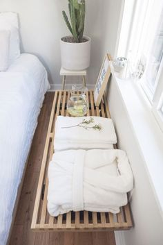 29 Guest Room Essentials and Tips - All For Home İdeas Basement For Rent, Guest Room Essentials, Airbnb House, Guest Room Decor, French Country Bedrooms, Guest Suite, Spare Room, Guest Bedrooms, Interior Design Living Room