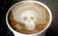Pirate's skull Coffee day of the dead, zombies Halloween Pumpkin Makeup, Halloween Pumpkins, Halloween Stuff, Coffee Milk, Coffee Art, Coffee Shop, Chocolate Caliente, Sweet Nothings, Latte Art
