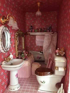 My Victorian Dollhouse Bathroom Victorian Dollhouse Furniture, Antique Dollhouse, Victorian Dolls, Wooden Dollhouse, Miniature Furniture, Victorian House, Haunted Dollhouse, Dollhouse Kits, Dollhouse Dolls