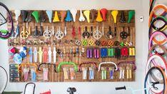23 Clever DIY Christmas Decoration Ideas By Crafty Panda Boutique Interior, Car Bike Rack, Bike Shelf, Bicycle Store, Bicycle Rims, Mountain Bike Shoes, Outdoor Store, Bike Chain, Shops