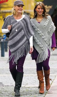 Poncho from CCC - poncho with moss stitch with a pocket on front. Poncho Pattern: Chain the chains with a slip SC, increase on every Poncho Shawl, Knitted Poncho, Knitted Shawls, Crochet Shawl, Knit Crochet, Free Crochet, Crochet Pattern, Free Pattern, Loom Knitting