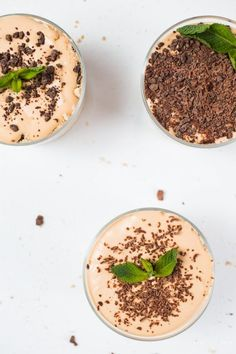 Peppermint Crisp Tart - a traditional tasty South African refreshing dessert Peppermint Crisp Tart, Peppermint Ice Cream, Coconut Varieties, Aero Chocolate, Nice Biscuits, Coconut Biscuits, Vegan Whipped Cream, Sweet Potato Pancakes, Refreshing Desserts