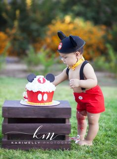 Mickey Mouse cake smash session, Mickey, Mickey Mouse , Mickey party, Mickey first Birthday, Karimelly Photography