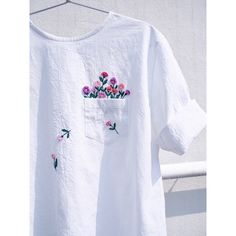 Embroidered clothing by Juno Embroidery. diy kleidung Clever Embroidery Imagines Squirrels Running Amok on Ordinary Clothing Embroidery On Clothes, Simple Embroidery, Embroidered Clothes, Embroidery Fashion, Hand Embroidery Patterns, Embroidery Digitizing, Embroidery Books, T Shirt Embroidery, Ribbon Embroidery