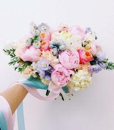 #WeddingBouquet - ślubny bukiet na Instagramie , fot. Instagram/gardenn_studio