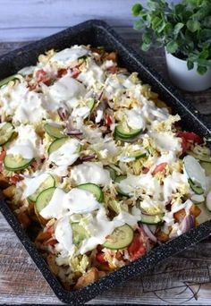 Kapsalon – Holenderski fast food – Smaki na talerzu Kapsalon – Dutch fast food – Flavors on the plate Fast Food, Fast Healthy Meals, Nutritious Snacks, Quick Meals, Healthy Recipes, Cheap Clean Eating, Clean Eating Snacks, Mediterranean Diet Recipes, Food Platters